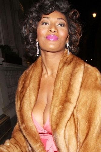 """A beleza negra de Toccara Jones aparece na 3ª posição das mais belas modelos """"GG"""" da """"AskMen.com"""""""
