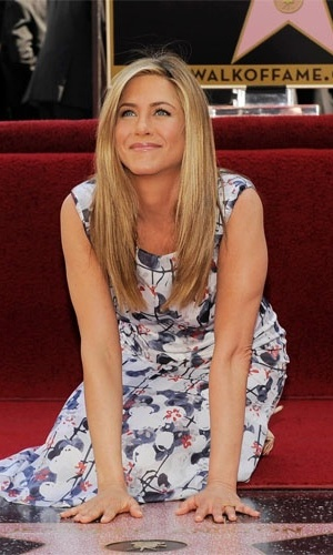 Jennifer Aniston ganha nome na cal&#231;ada da fama &#40;23/2/12&#41;