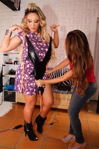 """Sabrina Boing Boing se prepara para fazer um ensaio sensual para a revista """"Lovers"""", em São Paulo (13/3/12)"""