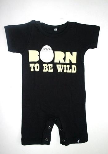 """Body """"Born to Be Wild"""" (nasci para ser selvagem, em tradução livre) 100% algodão. Disponível nos tamanhos de dois aos oito anos. Preço: R$ 54, na El Cabriton (www. elcabriton.com.br). Preço consultado em março de 2012"""