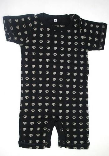 Body Caveirinhas 100% algodão, disponível nos tamanhos de dois aos oito anos. Preço: R$ 54,na El Cabriton (www. elcabriton.com.br). Preço consultado em março de 2012