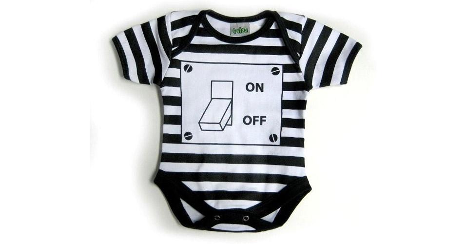 """Body """"On-Off"""", unissex e produzido em algodão. Disponível nos tamanhos P, M, G e GG. Preço: R$ 69, na Q-Vizu (www.qvizu.com.br). Preço consultado em março de 2012"""
