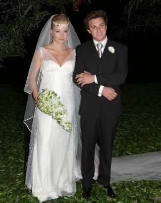 Angélica e Luciano se casaram em outubro de 2004, no Rio de Janeiro, com uma enorme festa que reuniu diversos famosos.