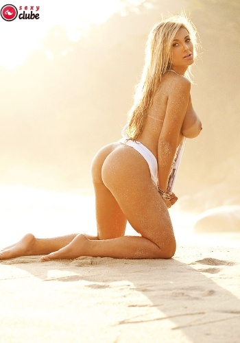 Andressa Urach estrela ensaio nu da revista 'Sexy'.