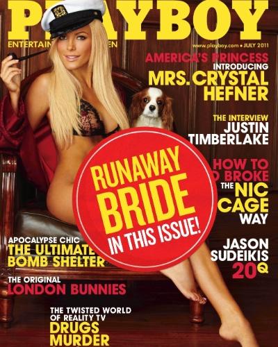"""Poucos dias antes do casamento, Crystal Harris desistiu do matrimônio, alegando que não queria se casar sabendo que não seria a única mulher de Hefner. Para azar do empresário, a revista que trazia ela na capa estava pronta, impressa e a apresentando com Sra. Hefner. A solução de Hugh foi colocar um selo chamando-a de """"noiva em fuga"""" em todas as edições."""