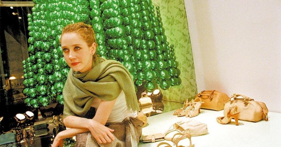 A atriz Camila Morgado durante festa da loja de sapato Arezzo em São Paulo (19/11/04)