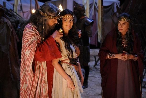 """Os atores Gracindo Jr., Raquel Nunes e Marly Bueno em cena da minissérie """"Rei Davi"""", da Record (2012)"""