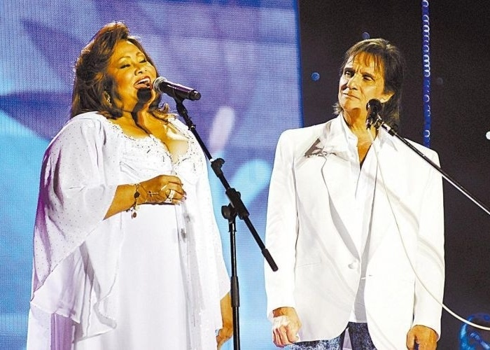 A cantora Alcione com Roberto Carlos no musical de fim de ano do cantor &#40;25/12/07&#41;.