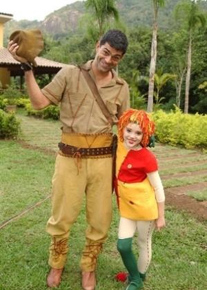 O ator Eduardo Moscovis (interpretando o príncipe Otávio) ao lado de Isabelle Drummond (Emília) em episódio exibido pela TV Globo em 2003