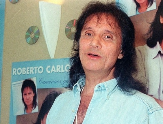 O cantor Roberto Carlos em 1998.