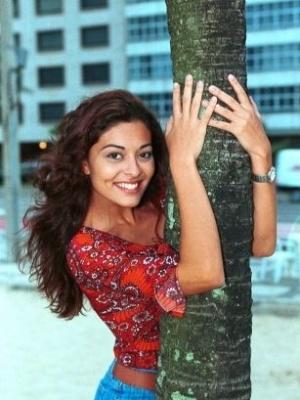 Fluminense de Rio Bonito, a atriz Juliana Couto Paes nasceu em 26 de março de 1979 (4/10/00)