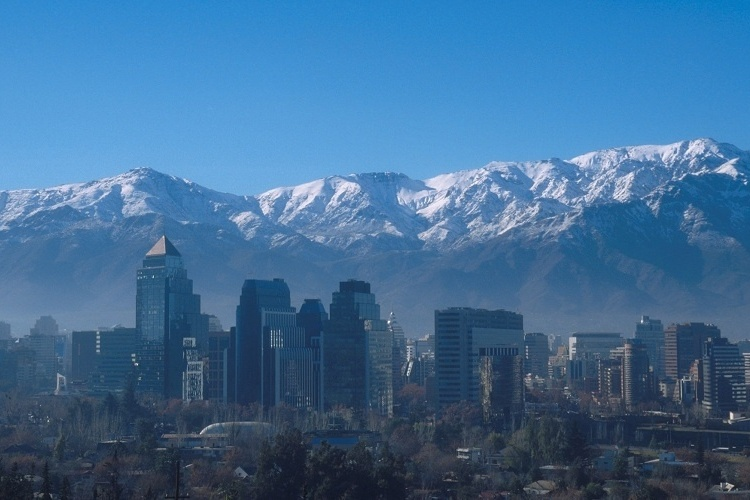 Santiago (Chile): Na Canaus o pacote inclui passagem a&#233;rea, tr&#234;s noites de hospedagem no Hotel Panamericano com caf&#233; da manh&#227;, traslado de chegada e sa&#237;da, meio dia de city tour e seguro viagem. Custa a partir de US$ 835 por pessoa. Reservas: (11) 5041-3934 (Pre&#231;os e condi&#231;&#245;es consultados em abril de 2012 e sujeitos a altera&#231;&#245;es. Consulte o estabelecimento antes de fazer a reserva) 