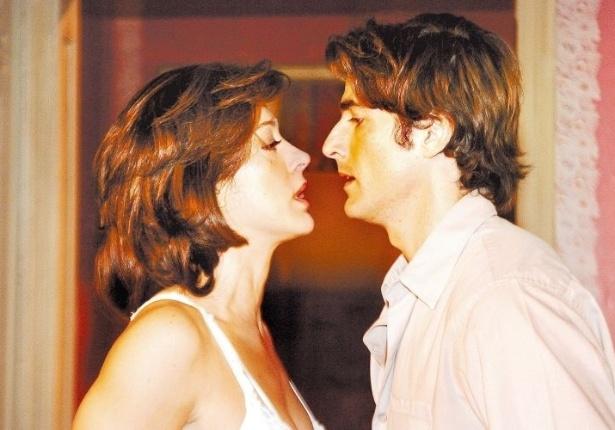 """A atriz Cláudia Raia e o ator Reynaldo Gianecchini em cena da novela """"Belíssima"""", da TV Globo (31/1/06)"""