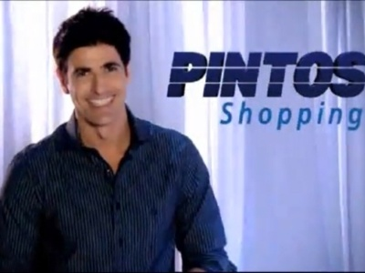 O ator Reynaldo Gianecchini estrela comercial do Pintos Shopping, localizado em Teresina (PI), empresa da fam&#237;lia Pintos. A pe&#231;a publicit&#225;ria usa o slogan &#34;tudo o que voc&#234; mais gosta, no lugar que voc&#234; sempre quis&#34; e virou piada na internet na semana do anivers&#225;rio do ator, que na &#233;poca estava completando 38 anos (12/11/10)