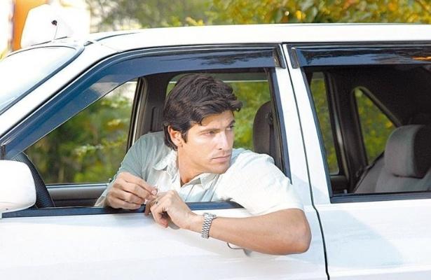 """O ator Reynaldo Gianecchini durante gravação, como taxista em rua de São Paulo, da novela """"Sete Pecados"""", da TV Globo (1/5/07)"""