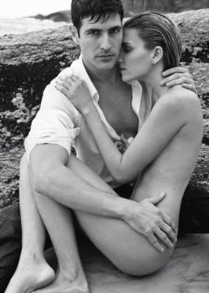 """Reynaldo Gianecchini fotografado ao lado da modelo Winie. O ator foi eleito o homem mais sexy do ano pela revista """"Isto É Gente"""" (agosto/2010)"""