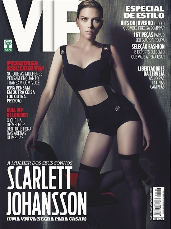 Scarlett Johansson &#233; capa da revista &#34;VIP&#34; de maio. A atriz usou um look comportado para os padr&#245;es da revista masculina, com um top preto, short e meia tr&#234;s quartos. A revista, que chega &#224;s bancas na sexta (27), a anuncia como &#34;uma vi&#250;va-negra para casar&#34;, em refer&#234;ncia ao seu papel no filme &#34;Os Vingadores&#34;