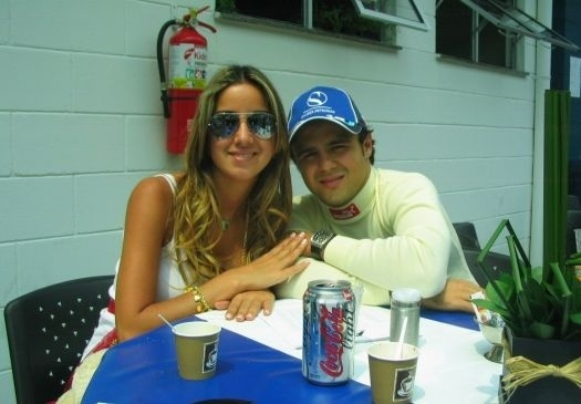 Até então namorada, em 2005, Rafaella Bassi sempre esteve presente às provas. Dois anos mais tarde, ela viria a se tornar esposa, em dezembro de 2007 (ago.2005).