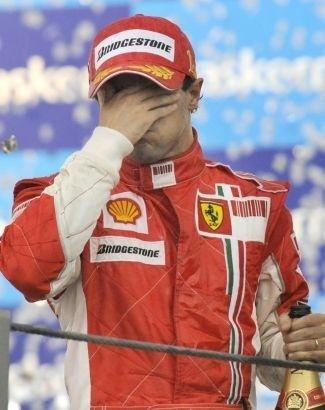 'É um misto de emoções. Isso é incrível, realmente a corrida só acaba com a bandeira quadriculada. Talvez tenha algo reservado no futuro, mas hoje não deu', disse o piloto na época. (nov.2008).