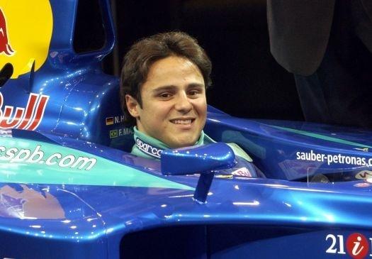 Felipe aceitou o desafio, agradou ao dono da escuderia, Peter Sauber, e ingressou na Fórmula 1 em 2002, aos 20 anos (fev.2002).