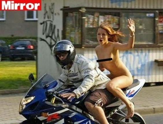 Mulher nua é penalizada por não usar capacete na Romênia