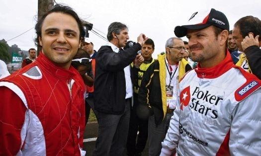 Os pilotos brasileiros Felipe Massa (à esquerda) e Rubens Barrichello no paddock durante sessão de treinos para a prova das 500 Milhas da Granja Viana, disputada em Cotia, em São Paulo (5/12/09).