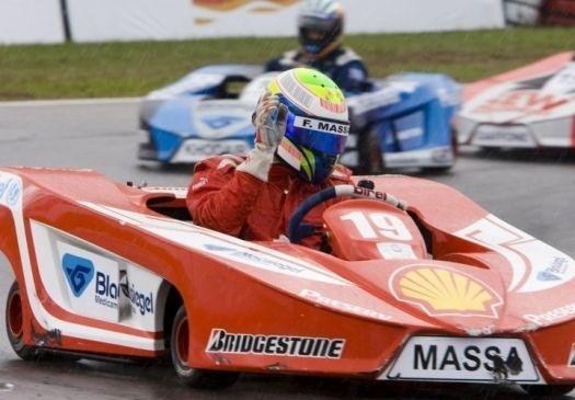Quando não participa da Fórmula 1, Massa corre de kart, um de seus hobbies preferidos. Sempre quando tem tempo, Massa participa de competições com os amigos. Na foto, o piloto brasileiro organizou, em 2008, uma corrida de kart em Florianópolis (SC) para beneficiar pessoas carentes que haviam sofrido com as enchentes no Estado (nov.2008).