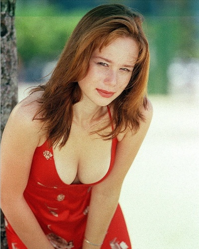 A atriz Mariana Ximenes posa para foto em 1999, quando tinha apenas 17 anos