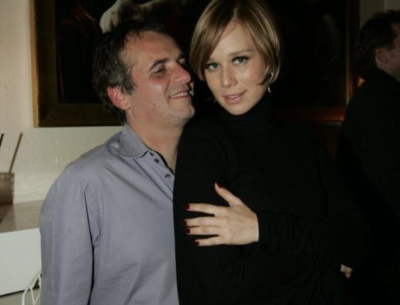 Mariana Ximenes é fotografada ao lado do ex-marido, Pedro Buarque de Holanda, em balada em São Paulo (19/5/09)