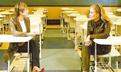"""Mariana Ximenes (à esq.) e Angélica durante gravação do programa """"Estrelas"""", da Rede Globo, no colégio Marista Arquidiocesano de São Paulo, onde a atriz estudou durante 11 anos (17/9/08)"""