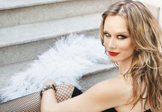 """Mariana Ximenes encarna um estilo rock'n roll para ensaio da revista """"Quem"""" (março de 2010)"""