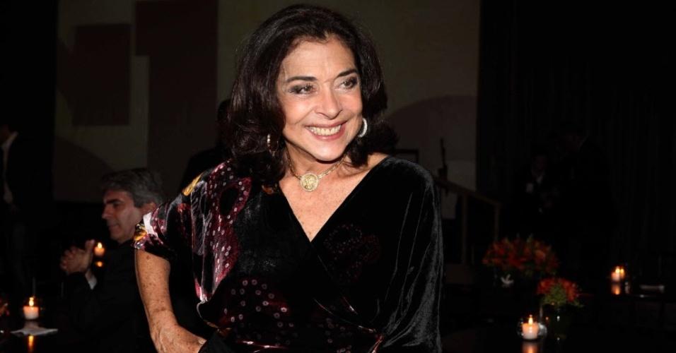 """12.abr.2010 - A atriz Betty Faria que concorreu como melhor atriz pela peça """"Shirley Valentine"""", na entrega Prêmio Shell de Teatro, em São Paulo"""