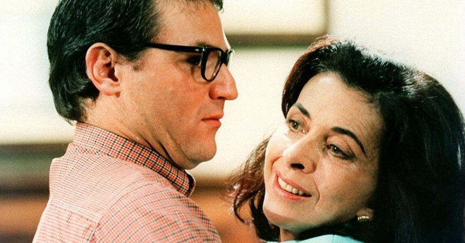 """1997 - A atriz Betty Faria e o ator Licurgo Spinolla em cena da novela """"A Indomada"""", exibida pela Globo"""