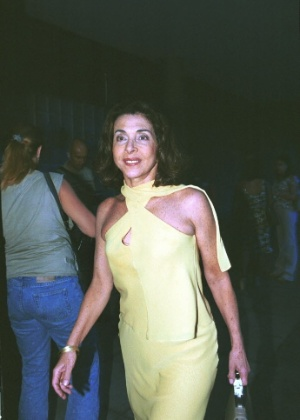 30.nov.2001 - Betty Faria é clicada durante festa no Rio de Janeiro