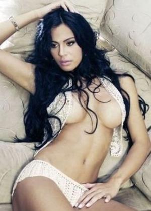 Capa confirmada da 'Sexy' de julho, Lorena Bueri, atual Gata do Paulistão, exibe as curvas em ensaio de lingerie