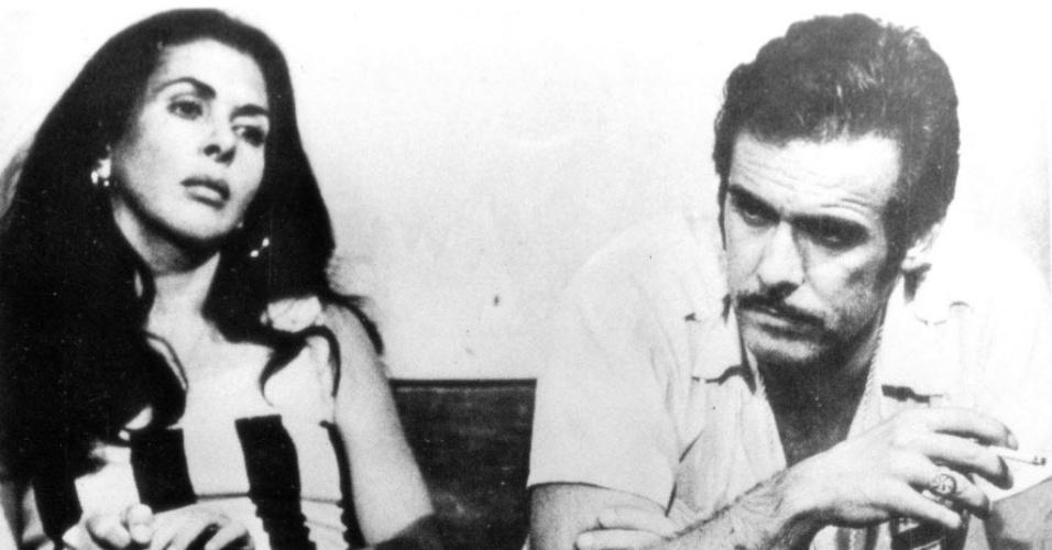 """1975 - Os atores Betty Faria e Francisco Cuoco em cena da novela """"Pecado Capital"""""""