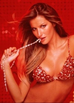 Em 2005, Gisele Bndchen exibe suti de seda vermelha, adornado com cerca de 1.300 pedras preciosas, como diamantes e rubis, da grife de lingerie Victoria's Secret. O valor da pea era de 15 milhes de dlares.