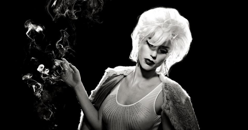 """As atrizes Nathalia Dill e Juliana Didone (foto) participaram de um ensaio sensual especial para a revista """"Alfa"""" de maio. As gatas fizeram uma homenagem aos 50 anos da morte de Marilyn Monroe. As duas aparecem bem à vontade, usando lingeries e posando sem sutiã. """"Marilyn é o maior ícone da história. Amei fazer esse ensaio"""", disse Nathalia à publicação. Marilyn Monroe foi encontrada morta em sua casa, em Losa Angeles, em agosto de 1962"""