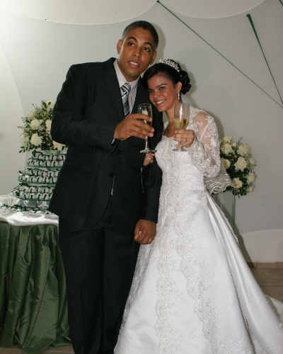 Lucas e Daniella Soares se casaram no dia 15 de maio de 2010, na igreja Nossa Senhora da Esperan&#231;a, em Salvador (BA). &#34;Ele &#233; o melhor marido do mundo. Somos muito felizes, gra&#231;as a Deus&#34;, conta Daniella.