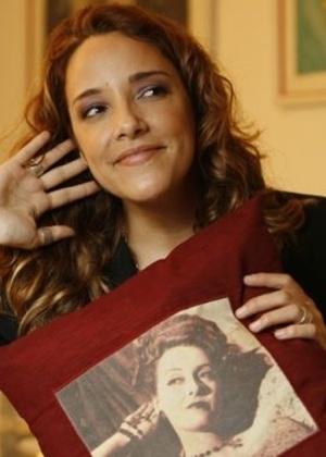 A cantora Ana Carolina também acabou com os rumores sobre sua preferência. Em uma de suas polêmicas revelações disse que quer viver junto com um homem e uma mulher