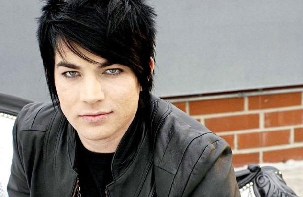 Adam Lambert é cantor, compositor e ator dos Estados Unidos, participou do programa American Idol e também faz parte dessa lista