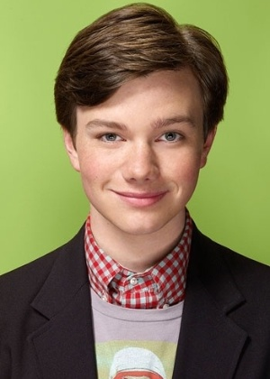 Destaque no seriado &#39;Glee&#39;, Chris Colfer interpreta o gay Kurt Hummel. Na vida real, o ator, que tamb&#233;m &#233; homossexual, disse que os pais ainda est&#227;o se adaptando com o fato dele ser gay