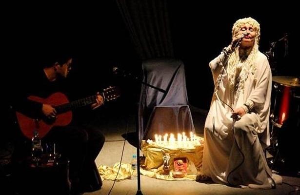 """Elke Maravilha apresenta o espetáculo """"Do Sagrado Ao Profano"""" (2012)."""