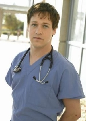 Em outubro de 2006, T.R Knight, de &#34;Grey&#39;s Anatomy&#34;, admitiu que era gay. No ano seguinte, um colega o ofendeu no set de filmagem e acabou dispensado da s&#233;rie