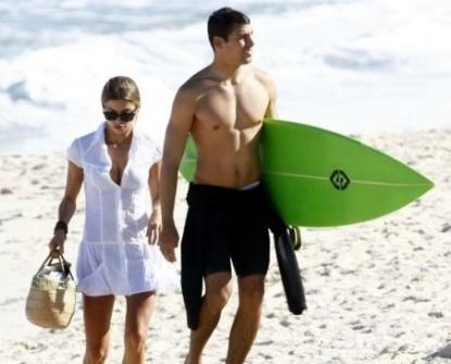 Grazi e Cauã vão à praia da Macumba, no Rio (7/6/07)