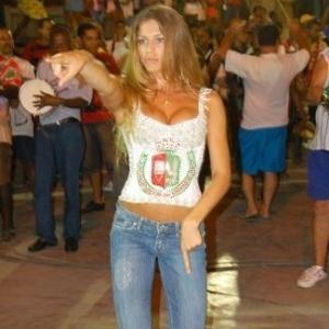 Grazi Massafera durante ensaio para o carnaval na escola de samba Grande Rio, em Duque de Caxias, na Baixada Fluminense, no Rio (13/2/07)