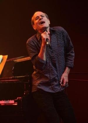 O cantor Ney Matogrosso disse em entrevista à revista 'Rolling Stone' que descobriu que era gay em uma igreja, quando ainda era criança. Ele já namorou o cantor Cazuza