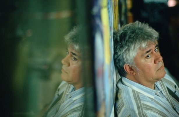 O cineasta, ator e argumentista espanhol Pedro Almodóvar é homossexual assumido