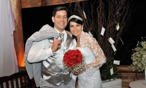 Daniela Pereira e Junior Padilha casaram-se no dia 14/4/12, em Ijuí (RS).