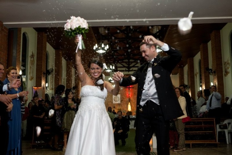 Após 3 anos e meio de namoro, Larissa e Luiz se casaram na Igreja Nossa Senhora de Fátima, localizada na cidade de Marília (SP). A união ocorreu no dia 18 de junho de 2011.